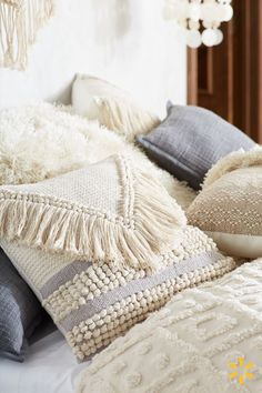 Bring only good vibes into your home with this minimalist boho décor. The neutral tones, natural materials and layered textures of this style offer a calming oasis to all who enter.