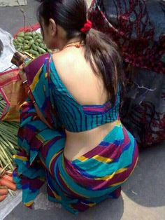 Most Beautiful & Hot Backless Beauty Indian Woman ❤️ Aunty Desi Hot, Aunty In Saree, Indian Blouse, Indian Sarees, Elegant Saree, Beautiful Saree, Beautiful Women, Saree Styles, India Beauty