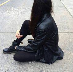 outfit Alone Life, G 1, Jean Outfits, Ideas Para, Leather Pants, Army, Poses, Black And White, Jeans