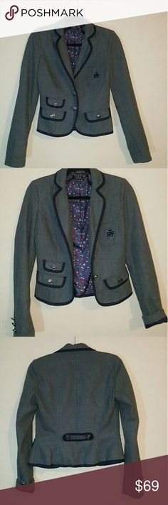 ZARA Trf Collection Grey Wool Blazer Jacket Women's Unique Vintage Grey Wool Schoolgirl Trim Blazer Jacket Tuxedo Top   Very classy blazer perfect to pair with pencil skirts or white jeans.  Color:Grey With Navy Trim Collar:Notch Lapel  Features 3 different sized pockets, 3 Faux, the upper right side pocket is functional. Has embroidery on the breast pocket.  FULLY LINED with lovely floral graphic print Buttons Throughtout 3 buttons on each sleeve 2 front buttons  Size: Small 26 WAIST…