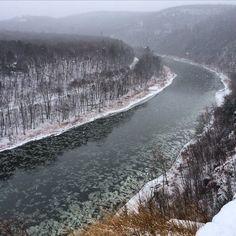 #delawareriver #hawksnest #route97 #ny #scenicbyway #water #northeast #ice #winterinny #iloveny #outdoorlife