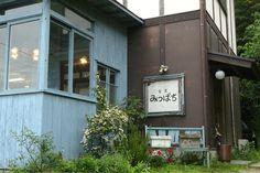 ほのぼのする「みちばち食堂」。「甘い蜜を集めるミツバチが巣に戻るように多くの人達の特技が集まる場所になれば…」というお店のコンセプト。月1で陶芸教室も!