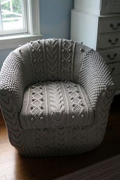 ~inspiration~ knitted chair cover from LKBnits on Ravelry Crochet Home, Knit Crochet, Ideias Diy, Yarn Bombing, Chair Covers, Knitted Blankets, Knitting Projects, Slipcovers, Bean Bag Chair