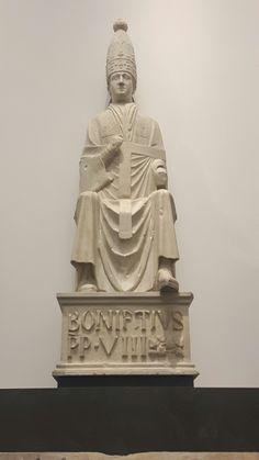 Con collaboratore. Bonifacio VIII. Dalla facciata di Santa Maria del Fiore.  Museo dell'opera del Duomo di Firenze. 1296-1300
