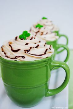The TomKat Studio: 5 Cute Ideas for St. Patrick's Day Desserts…