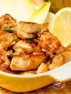 Una ricetta perfetta per chi ha poco tempo e vuole restare leggero. I Bocconcini di tacchino al limone hanno poche calorie e sono anche molto gustosi!