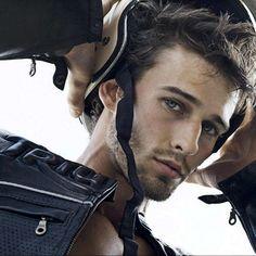 Jay Byars  #jaybyars #modelo #badboy http://www.pandabuzz.com/es/bombon-del-dia-hombre/vuelta-moto-jay-byars