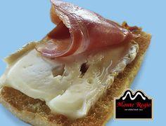 Tostada de jamón ibérico #MonteRegio y queso fundido ¡Feliz Jueves!