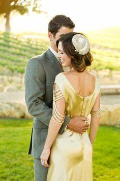 Gorgeous Gatsby-inpsired wedding dress #Gatsbywedding #gold #weddingdress #bride #goldwedding