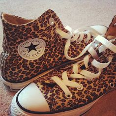 Converse - Of all the pairs & colors I own why don't I have this leopard pair yet! Leopard Print Converse, Cheetah Print, Leopard Prints, Animal Prints, Leopard Shoes, Cute Shoes, Me Too Shoes, Stilettos, All Star