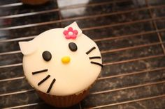 Hello Kitty Cupcake Hello Kitty Cupcakes, Cat Cupcakes, Helpful Hints, Desserts, Food, Tailgate Desserts, Useful Tips, Deserts, Essen