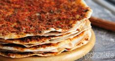 Lahmacun, also known as 'Turkish pizza', is a spicy Turkish/Middle Eastern dish consisting of a ground meat/vegetable mixture, spread on a very thin bread/cracker-like crust. Lebanese Recipes, Armenian Recipes, Turkish Recipes, Ethnic Recipes, Middle East Food, Middle Eastern Dishes, Middle Eastern Recipes, Good Food, Yummy Food