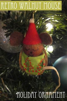 Cute sleeping mouse made out of a walnut, a hazelnut, a rubber band, and some fabric scraps. So adorable! Spaghetti Westerner: 12 Days of Homemade Christmas: Retro Walnut Mouse