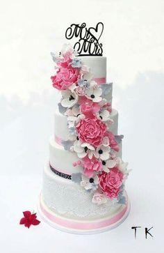 wedding cake with flowers - Cake by CakesByKlaudia Cupcake Cookies, Cupcakes, Types Of Cakes, Wedding Cakes With Flowers, Fancy Cakes, Pretty Cakes, Cakes And More, Cake Art, Amazing Cakes