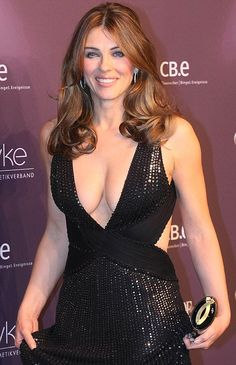 elizabeth hurley pics and gifs - Hot Celebrities Beautiful Celebrities, Beautiful Actresses, Gorgeous Women, Simply Beautiful, Gorgeous Dress, Sexy Older Women, Sexy Women, Elizabeth Jane, Beauty Women
