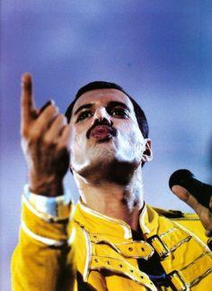 Freddie Mercury from Queen! I miss his music. Queen Freddie Mercury, Brian May, John Deacon, Queen Lead Singer, Calming Songs, Mr Fahrenheit, King Of Queens, Queen Photos, Queen Pictures