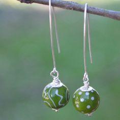 """""""Faquine"""", boucle d'oreille, perles de verre au chalumeau"""