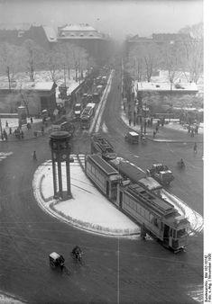 1930 Berlin - Potsdammer Platz im Winter. Berlin City, Berlin Wall, Old Pictures, Old Photos, Berlin Spree, Potsdamer Platz, Berlin Photos, Good Old Times, Berlin Germany