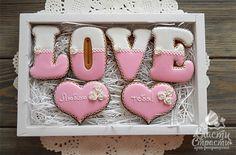 Пряники сердца Valentines Sweets, Valentines Day Cookies, Easter Cookies, Valentine Crafts, Cupcake Cookies, Chocolate Lollies, Chocolate Gifts, Bolo Chanel, Marzipan