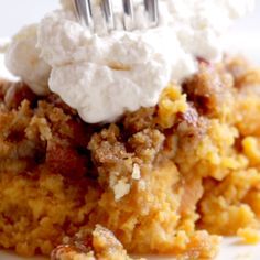 Potato Casserole with a crunchy brown sugar topping that will give you life. A Thanksgiving recipe classic! Potato Casserole with a crunchy brown sugar topping that will give you life. A Thanksgiving recipe classic! Fall Recipes, Holiday Recipes, Southern Thanksgiving Recipes, Southern Recipes, Christmas Recipes, Comida Pizza, Think Food, Sweet Potato Recipes, Sweet Potatoe Casserole Recipes
