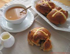 Hot cross buns al cocco e cioccolato // chocolate chips coconut hot cross buns