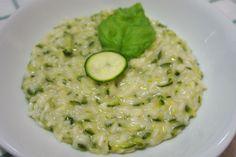 Il risotto con zucchine e robiola è un primo piatto perfetto per un pranzo in famiglia ma anche per occasioni più formali. Ecco la ricetta ed alcuni consigli