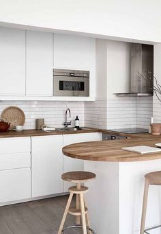 145 suprising small kitchen design ideas and decor 14 American Kitchen Design, Modern Kitchen Design, Modern House Design, Interior Design Kitchen, Classic Kitchen, New Kitchen, Kitchen Dining, Kitchen Sinks, Dining Room
