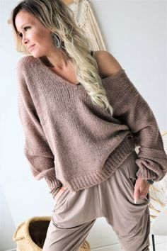 A wide selection of beautiful knitwear and cardigans - fall in love with our famous knits. Comfy mohair, soft cotton, stylish merino and luxurious cashmere - our knitwear selection offers wonderful options for every occasion. Heels Outfits, Haute Couture Fashion, Sweater Fashion, Everyday Outfits, Taupe, Winter Outfits, Knitwear, Jumper, Pullover