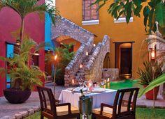 Yucatán se distingue por sus haciendas convertidas en lujosos y sibaritas hoteles. Cena romántica en la Hacienda Puerta Campeche.
