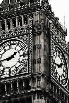 Big Ben is my favorite London sight. This comes from my Etsy shop: Around in 80 Frames This would be so nice in a frame in a bedroom Black And White Picture Wall, Black And White Pictures, Big Ben, Black And White Aesthetic, London England, Monuments, Black And White Photography, Travel Photography, Instagram