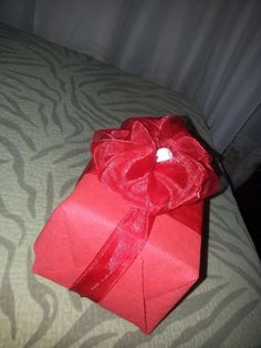 Easy Handmade Gift Bows - Crafts for Valentines Day - Tutorial .