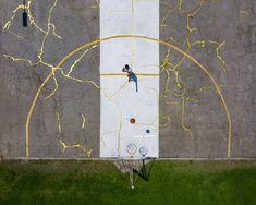 Victor Solomon mends LA basketball court using Japanese art of kintsugi Kintsugi, Totems, Wabi Sabi, Japanese Culture, Japanese Art, Gold Powder, Colossal Art, Art Japonais, Solomon