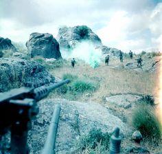 Avril 1958 secteur de Philippeville Assaut à la grenade des  parachutistes du 3e RPC  couverts par une mitrailleuse de 12,7 mm, pin by Paolo Marzioli