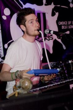 D'aww look how young he looks with his short hair and tiny keyboard ^-^