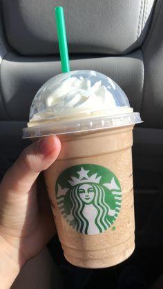 Bebidas Do Starbucks, Secret Starbucks Drinks, Starbucks Menu, Starbucks Frappuccino, Starbucks Recipes, Donut Recipes, Starbucks Coffee, Fun Drinks, Yummy Drinks