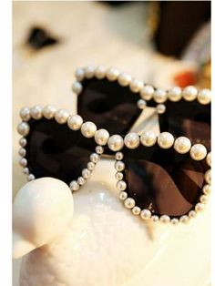 Pearl frame sunglasses Easy DIY with pearls or any other beads.