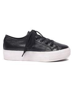 La basket compensée Baskets sneakers noires et semelles blanches, Etam, 24,95 €.