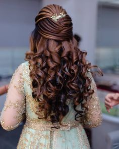 20 Best and Trendy Hairstyle For A Wedding You'll Love - Tikli Open Hairstyles, Indian Wedding Hairstyles, Bride Hairstyles, Hairdos, Teenage Hairstyles, Bohemian Hairstyles, Beautiful Hairstyles, Elegant Hairstyles, Bridal Hair Buns