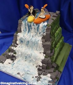 White water wedding A great cake for adventurous out door people. The intrepid couple are poised to take the plunge into an exciting married life. Beautiful Cakes, Amazing Cakes, Kayak Cake, Waterfall Cake, 18th Party Ideas, Our Wedding Day, Wedding Ideas, Holiday Cakes, Novelty Cakes