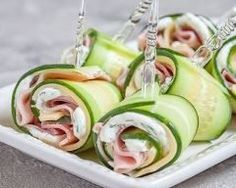 Cucumber Rolls with Ham and Cheese Ahhh. My mind immediately wanders to backyard barbecues, garden parties and outdoor festivities. In reality, spring in the northwest is a combustible combination of all four seasons, often … Cucumber Rolls, Cucumber Sandwiches, Cucumber Uses, Healthy Snacks, Healthy Eating, Healthy Recipes, Keto Recipes, Best Appetizers, Appetizer Recipes