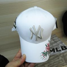 a57364b804069 Men s   Women s New York Yankees 3D Floral Embroidery Curved Dad Hat -  White Mlb Baseball
