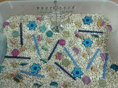 Hanukkah Bean Sensory- Mon and Tues PM sensory Hanukkah For Kids, Hanukkah Crafts, Christmas Hanukkah, Hannukah, Holiday Crafts, Hanukkah 2019, Kindergarten Activities, Preschool Crafts, Toddler Activities