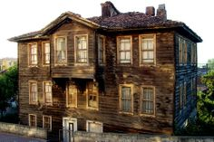 Traditional House, Art And Architecture, Old Houses, Istanbul, Gazebo, Places To Go, Outdoor Structures, Mansions, House Styles