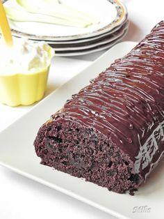 Chec cu ciocolata si dulceata Easy Cake Recipes, Sweets Recipes, Cooking Recipes, Romanian Desserts, No Cook Desserts, Dessert Drinks, Chocolate Desserts, Chocolate Cake, Diy Food
