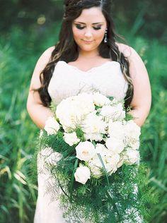 big white bouquet   Karen Ann Photography   Glamour & Grace