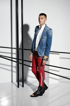 See all the Collection photos from Balmain Spring/Summer 2015 Menswear now on British Vogue Balmain Men, Pierre Balmain, Balmain Paris, Mens Fashion Week, Fashion Show, Fashion Design, Men's Fashion, Paris Fashion, Runway Fashion