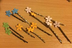 Colorful flower hair pins Flower Hair, Flowers In Hair, Pink Envelopes, Wooden Flowers, National Holidays, Button Flowers, Sticky Notes, Cool Items, Cute Pink