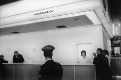 Garry Winogrand, San Francisco International Airport, 1964, gelatin silver print. © Garry Winogrand / Fraenkel Gallery.