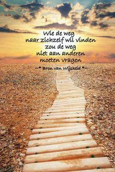 Wie de weg naar zichzelf wil vinden ... Inspirational Wisdom Quotes, Me Quotes, Meditation Videos, Word 3, Journey, Mindfulness, Album, Thoughts, Sayings