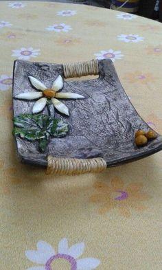 Newest Pictures ceramics handbuilt Slab pottery Ideas Hand Built Pottery, Slab Pottery, Ceramic Pottery, Pottery Art, Pottery Tools, Pottery Classes, Slab Ceramics, Pottery Handbuilding, Ceramics Projects